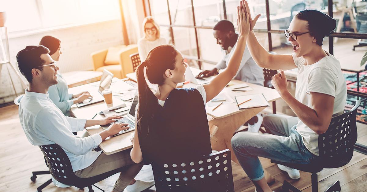 pessoas reunidas trabalhando - 3 passos para o sucesso